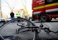 Un biciclist a intrat într-o mașină la Urlați