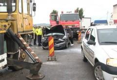 Un autoturism a intrat într-o macara la Păuleşti