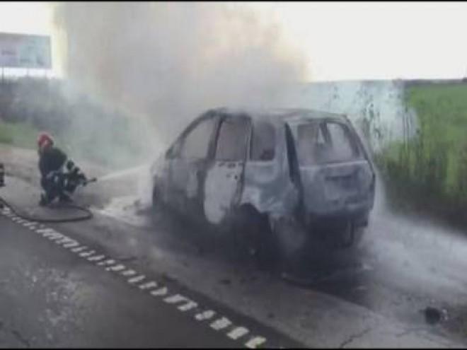 Maşină în FLĂCĂRI pe DN1 la Păuleşti