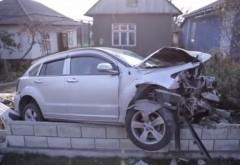 ACCIDENT RUTIER. Un tanar de 20 de ani a intrat cu masina in curtea unui prahovean