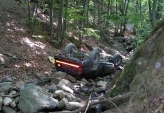 Un autoturism a căzut 5 metri în râpă la Posada
