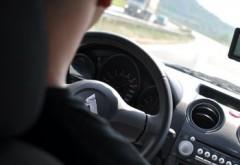 Un minor de 15 ani, prins conducand masina mamei prin Ploieşti