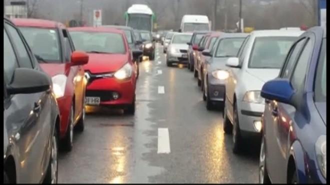 Trafic restricţionat pe mai multe Drumuri Naționale din ţară. Vezi RUTELE OCOLITOARE şi sectoarele închise