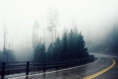 Mare atenţie în trafic! Se circulă în condiţii de ceaţă în mai multe judeţe