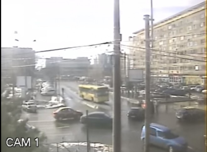 Accident în intersecţia de la Hale, surprins de camerele video