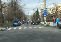 Accident pe strada Hasdeu. A mers pe contrasens si s-a izbit de gardul de beton