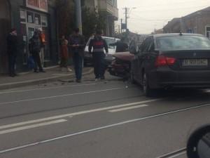 Accident cu 2 autoturisme în centrul Ploieştiului