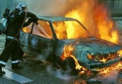 O maşină a luat foc pe DN1 la Nistoreşti. Pericol de EXPLOZIE