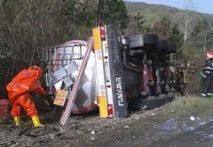 O cisternă s-a răsturnat pe DN1 la Comarnic