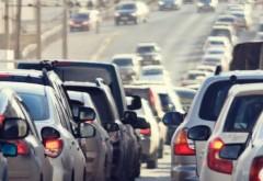 Mii de turiști urcă pe Valea Prahovei; coloane de mașini pe DN 1