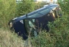 Un turist a căzut cu maşina în râpă pe drumul care duce la Cota 1400