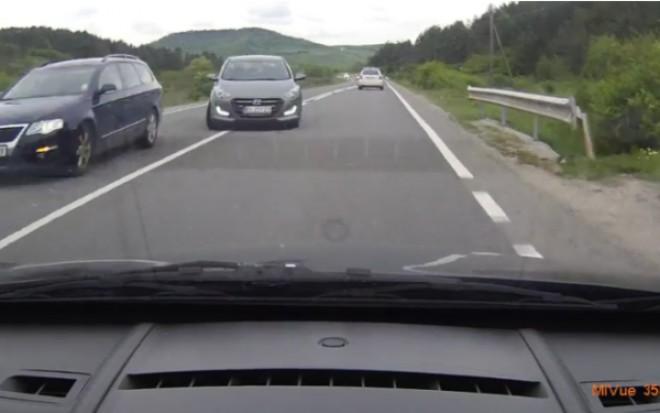 Atenţie, şoferi! Amenzi pentru depăsiri neregulamentare în Prahova