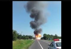 Un tir cu 800 de butelii a luat foc pe DN2. Mai multe EXPLOZII au avut loc