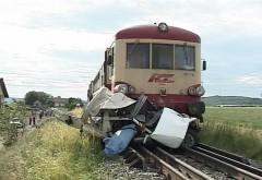O maşină a fost lovită de tren la Gura Vitioarei