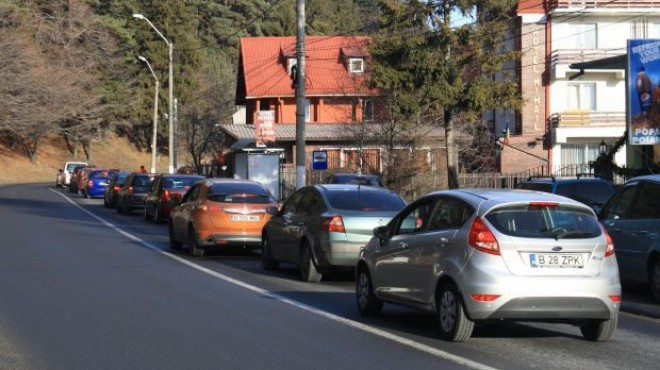 Trafic intens pe DN1, în zona staţiunilor de pe Valea Prahovei