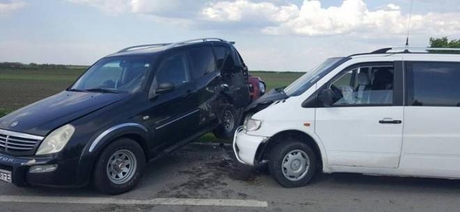 Accidente în Ploiești. A fost implicat și un microbuz