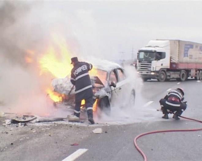 Accident rutier în Prahova. Ambele maşini au luat foc