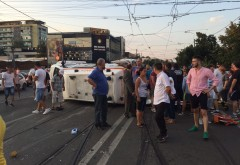 Accident grav la Nord, in intersectia de la McDonald's. O ambulanta care transporta un pacient S-A RASTURNAT dupa impactul cu o alta masina