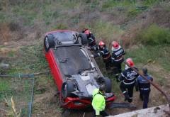 O maşină a căzut într-o RĂPĂ pe DN1 la Posada