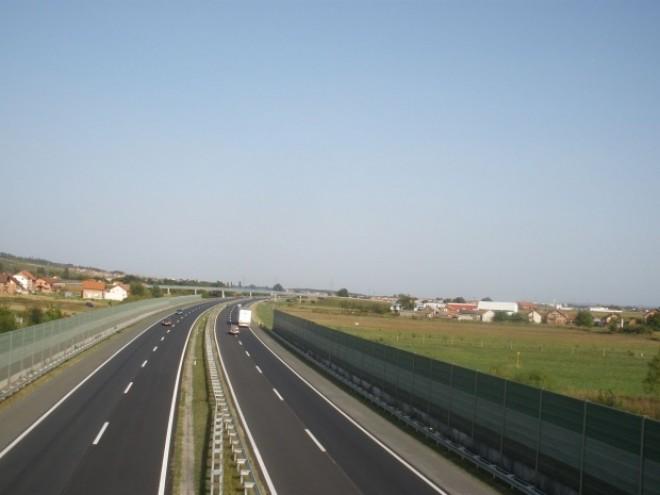 PERICOL pe autostrada Bucureşti-Ploieşti. Pasarelele, FURATE bucată cu bucată