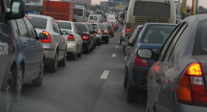 Traficul rutier a mai scăzut în intensitate pe DN1, se circulă îngreunat între Sinaia şi Buşteni UPDATE