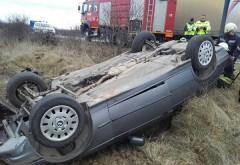 Două maşini s-au răsturnat în Prahova, luni dimineaţă