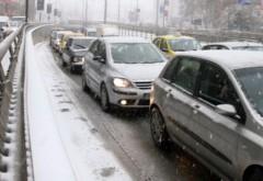 Aglomeraţie pe DN1 pe Valea Prahovei: Coloane de maşini în staţiuni, pe sensul de urcare spre munte