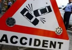 Culmea GHINIONULUI: Un taxi a lovit un indicator, semnul de circulaţie căzând peste un minor