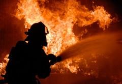 Un TIR încărcat cu sodă caustică solidă a luat foc pe DN 1 B Buzău-Ploiești. Circulația în zonă este restricționată