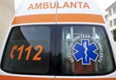 Două femei care stăteau la poartă, lovite de o maşină scăpată de sub control