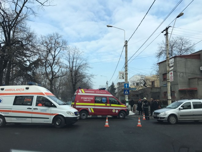 Accident langa Bulevard, pe strada Hasdeu. Au intervenit pompierii SMURD