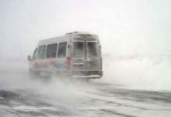 Un autobuz şi o dubiţă au derapat, la Baba Ana