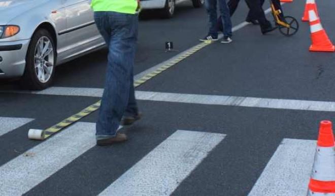 Doi minori, loviţi de maşină pe trecerea de pietoni de la London House
