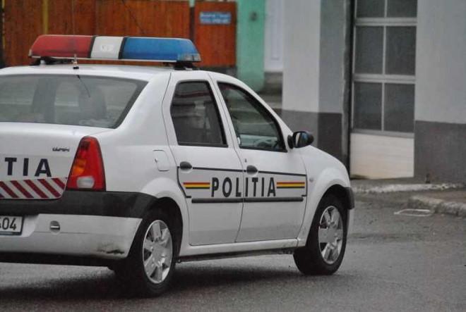 A fugit de poliţişti şi a abandonat maşina într-o parcare din Ploieşti