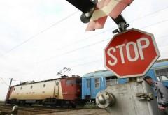 Autoutilitară lovită de tren, în Ploieşti. Două persoane, rănite