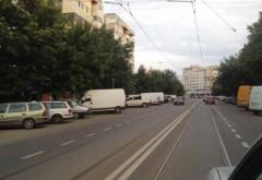 Maşină răsturnată pe linia de tramvai, la Ploieşti