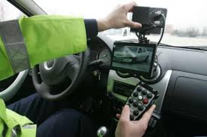 Şofer prins cu 108 km/oră, pe raza localităţii Călineşti