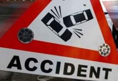 Accident la Breaza! O maşină a intrat într-un stâlp, iar apoi a luat foc