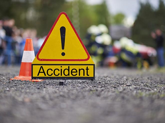 Accident cu MICROBUZ şi autoutilitară, la Balta Doamnei