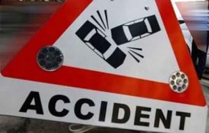 Accident pe DN 1, la km 6. Scurgeri de combustibil pe sosea
