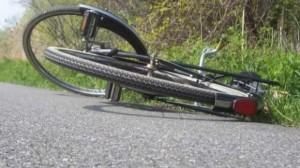 Biciclist lovit de maşină, la Şirna
