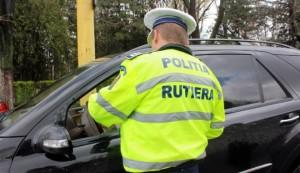 Vehicule cu numere false de înmatriculare, între care şi un autobuz, depistate de polițiști în Ploiești