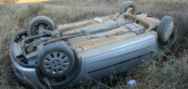Maşină răsturnată pe DN 1, la Movila Vulpii