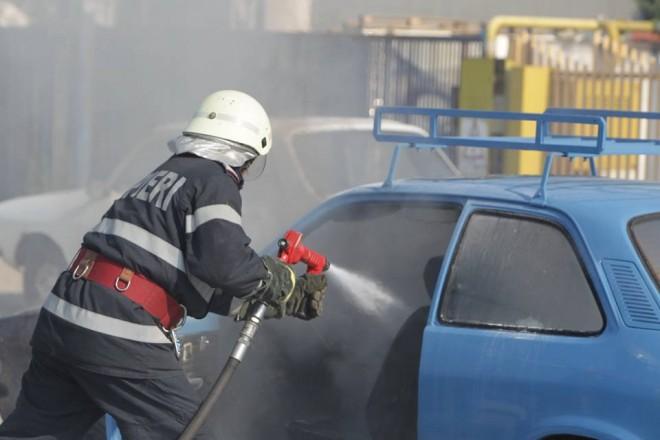 UPDATE Accident pe DN 1, la Floreşti. O maşină a luat foc