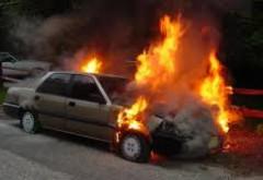 O masina a luat foc pe Bulevardul Republicii din Ploiesti