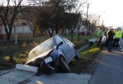 Accident la Puchenii Mari. O masina s-a izbit de un cap de pod