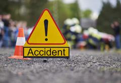 Accident in Campina, pe strada Grivitei. Au intervenit echipaje de la descarcerare pentru a scoate un sofer prins intre fiarele masinii