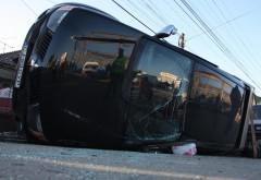 Accident in Comarnic, pe DN1. O masina s-a rasturnat