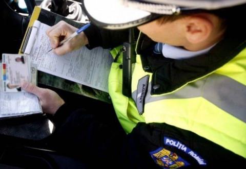 15 permise de conducere reținute ieri de polițiștii rutieri
