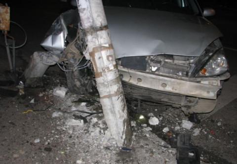 Accident pe strada Rudului, in Ploiesti. Un sofer a intrat cu masina in STALP!